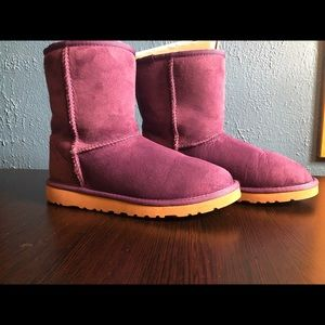 UGG BOOTS SIZE 6 (Purple)